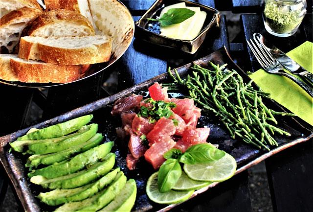 Thunfischtatar mit Avocado im Café MoKKa in München