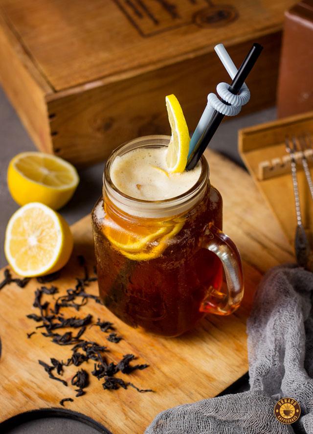 Getränk mit Zitrone im Ormado Kaffeehaus