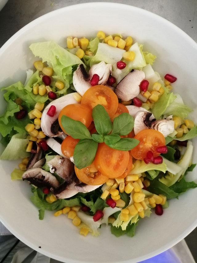Salat Bowl Restaurant Sweetmeat in München
