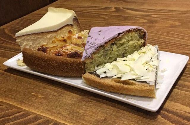 Schmackhafte Kuchen im Cafe The Victorian House