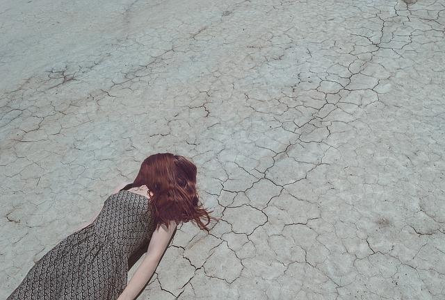 Trockene Haare – Anzeichen, Ursachen und Pflege