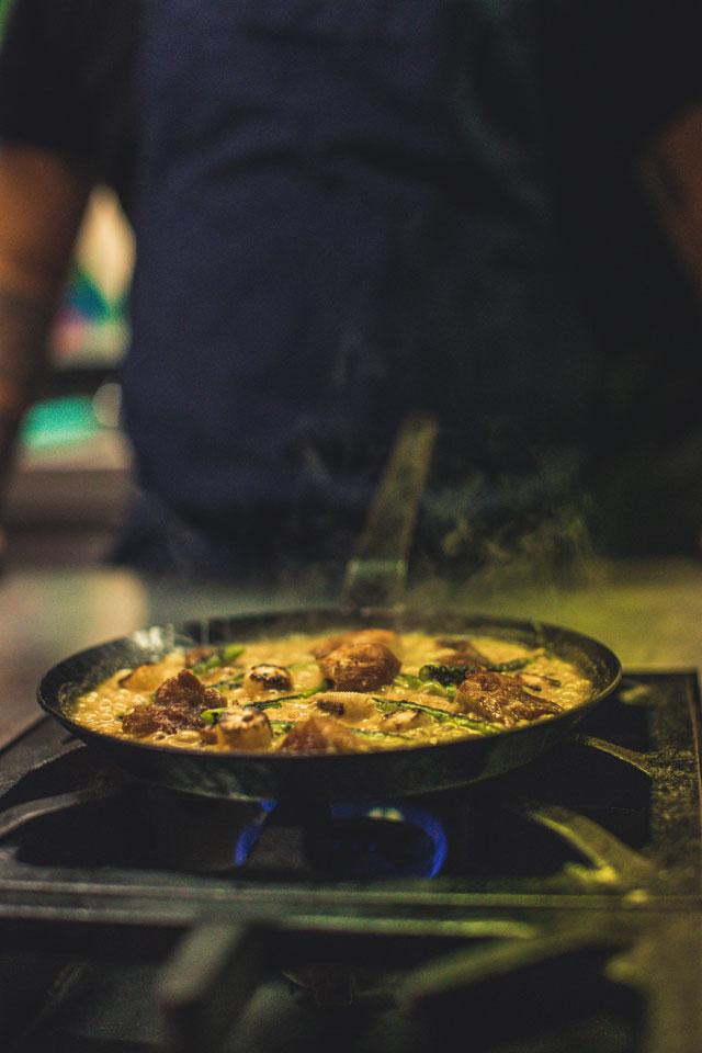 Zubereitung in der Küche des Tupac Berlin