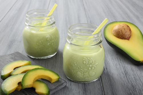 Leckerer Smoothie mit Avocados