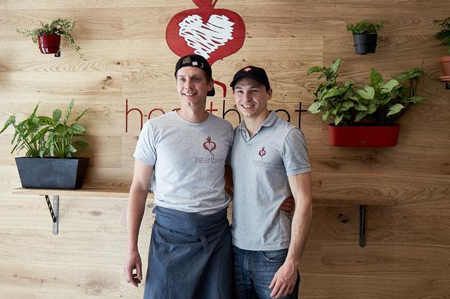 Die beiden Gründer von heartbeet im eigenen Haus
