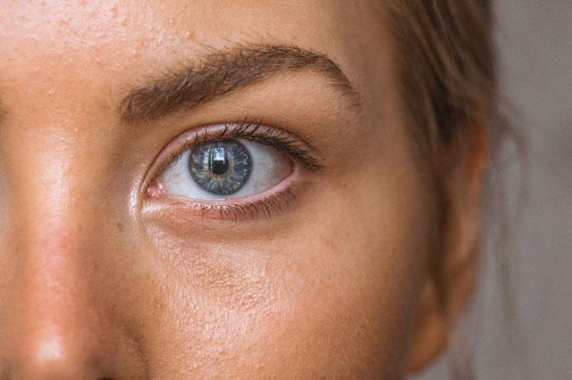 Fokus auf die Haut einer Frau